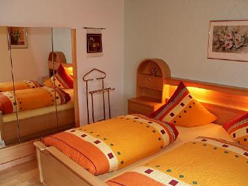 ferienwohnung in lenzkirch im hochschwarzwald appartements und fewo heidrich beim titisee. Black Bedroom Furniture Sets. Home Design Ideas